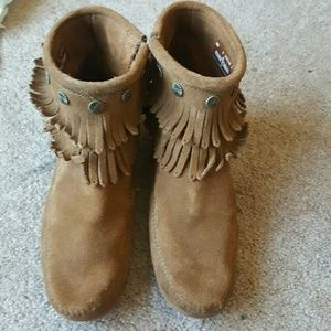 Minnetonka fringe ankle boots Sz 9M